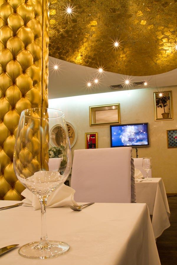 """Італійський ресторан і караоке-клуб """"CASA NOVA"""""""